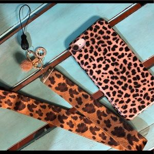 ❤️MUST HAVE- Leopard Cell Phone Case and Lanyard